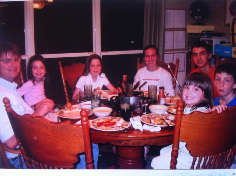 family-dinner-fondue